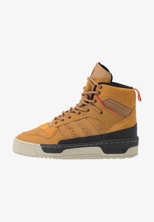RIVALRY TR BOOTS BASKETBALL-STYLE SHOES - Vysoké tenisky - mesa/raw desert/core black