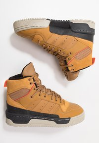adidas Originals - RIVALRY TR BOOTS BASKETBALL-STYLE SHOES - High-top trainers - mesa/raw desert/core black - 1