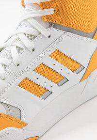 adidas Originals - DROP STEP - Vysoké tenisky - footwear white/gold/silver metallic - 5