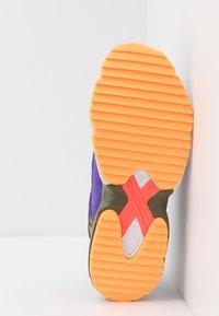 adidas Originals - YUNG-1 TRAIL - Tenisky - raw khaki/solar red - 4