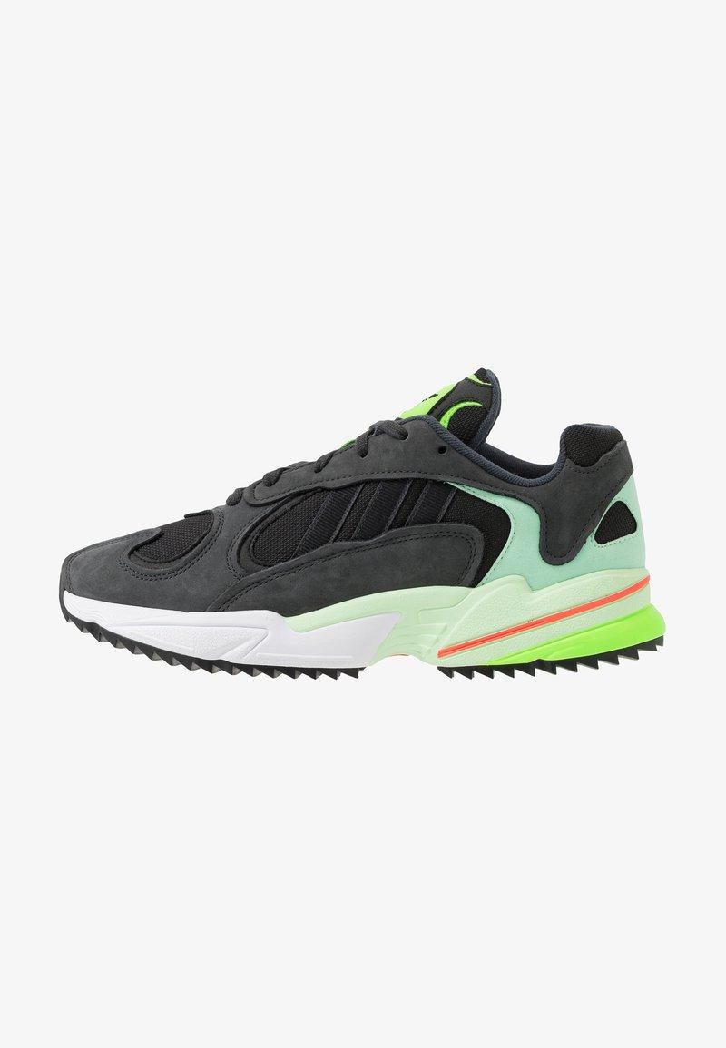 adidas Originals - YUNG-1 TRAIL - Joggesko - carbon/core black/glow green