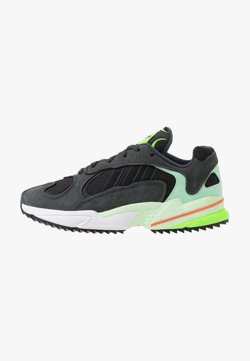 adidas Originals - YUNG-1 TRAIL - Trainers - carbon/core black/glow green