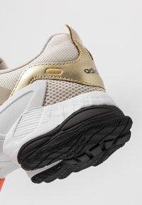 adidas Originals - EQT GAZELLE - Matalavartiset tennarit - clear brown/raw gold/semi coral - 5