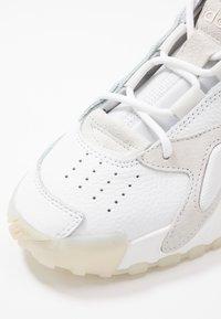 adidas Originals - STREETBALL - Matalavartiset tennarit - footwear white/crystal white/alumina - 8