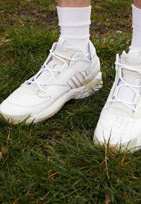 adidas Originals - STREETBALL - Matalavartiset tennarit - footwear white/crystal white/alumina - 7