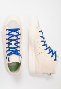 adidas Originals - PHARRELL WILLIAMS  NIZZA HI RF - Sneakers hoog - ecru tint/cream white/clear brown - 1