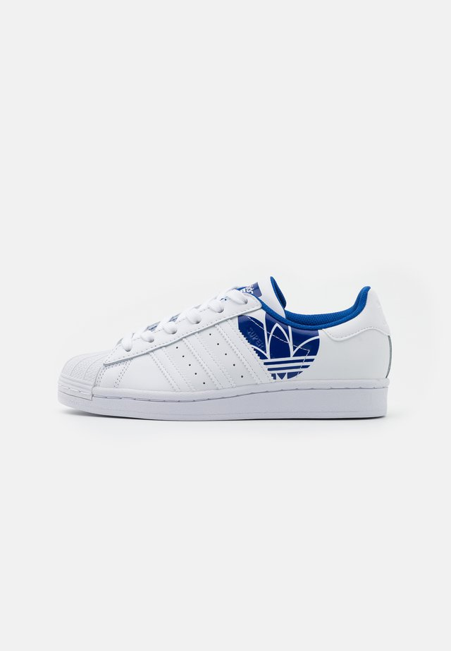 SUPERSTAR SPORTS INSPIRED SHOES - Sneaker low - footwear white/team royal blue