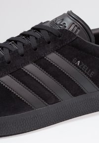 adidas Originals - GAZELLE - Sneakers - core black - 5