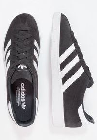 adidas Originals - MÜNCHEN - Zapatillas - carbon/footwear white/gold metallic - 1