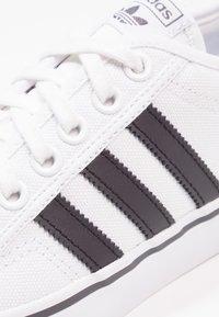 adidas Originals - NIZZA - Zapatillas - footwear white/core black - 5
