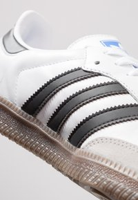 adidas Originals - SAMBA - Joggesko - footwear white/core black/granit - 5
