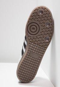 adidas Originals - SAMBA - Joggesko - footwear white/core black/granit - 4