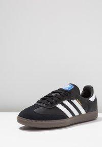 adidas Originals - SAMBA - Tenisky - cblack/ftwwht/gum5 - 2