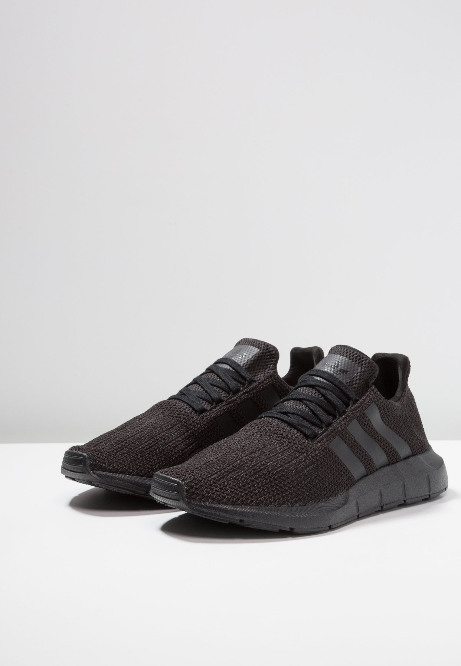 Originals footwear White Adidas RunBaskets Core Black Basses Swift 0PN8Ovwynm