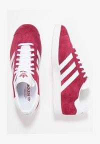 adidas Originals - GAZELLE - Sneaker low - cburgu/ftwwht/ftwwht - 1