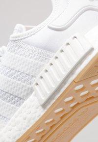 adidas Originals - NMD_R1 - Trainers - ftwwht/ftwwht/gum3 - 5