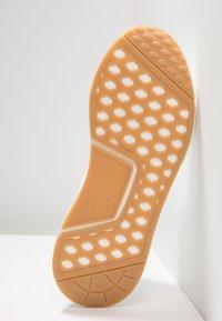 adidas Originals - NMD_R1 - Trainers - ftwwht/ftwwht/gum3 - 4