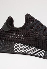 adidas Originals - DEERUPT RUNNER - Sneakers - core black/footwear white - 5