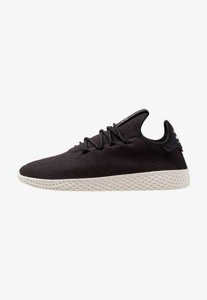 PW TENNIS HU - Matalavartiset tennarit - core black/core white