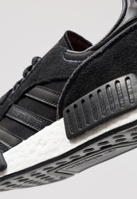 adidas Originals - BOSTONSUPERXR1 - Trainers - corwe black/black/solar red - 5