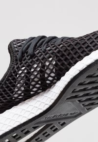 adidas Originals - DEERUPT RUNNER - Joggesko - core balck/footwear white - 5
