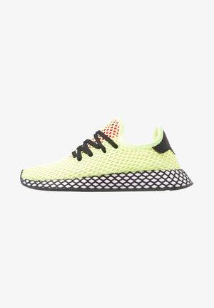 DEERUPT RUNNER - Sneakers - hi-res yellow/core black/shock pink