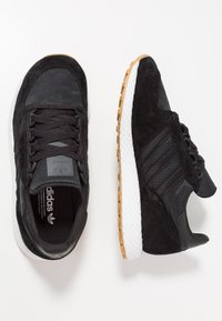 adidas Originals - FOREST GROVE - Sneakers basse - core black - 1