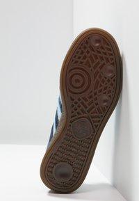 adidas Originals - HANDBALL SPEZIAL - Sneakers basse - collegiate navy/clear sky - 4