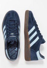 adidas Originals - HANDBALL SPEZIAL STREETWEAR-STYLE SHOES - Trainers - collegiate navy/clear sky - 1