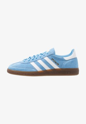 HANDBALL SPEZIAL STREETWEAR-STYLE SHOES - Zapatillas - light blue/footwear white