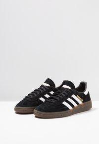 adidas Originals - HANDBALL SPEZIAL - Sneaker low - cblack/ftwwht/gum5 - 2