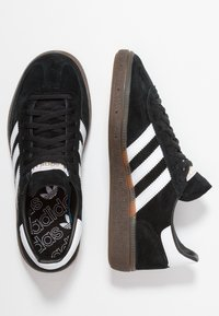 adidas Originals - HANDBALL SPEZIAL STREETWEAR-STYLE SHOES - Sneakersy niskie - core black/footwaer white - 1