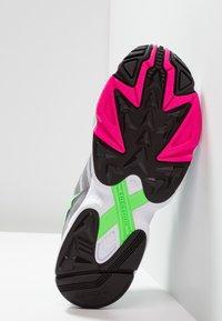 adidas Originals - YUNG-96 - Baskets basses - grey two/grey three/shock pink - 4