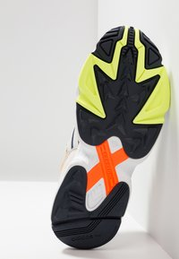 adidas Originals - YUNG-96 - Zapatillas - collegiate navy/raw white - 4