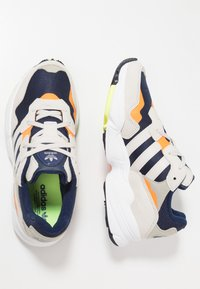 adidas Originals - YUNG-96 - Sneaker low - collegiate navy/raw white - 1
