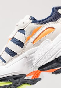 adidas Originals - YUNG-96 - Sneaker low - collegiate navy/raw white - 5