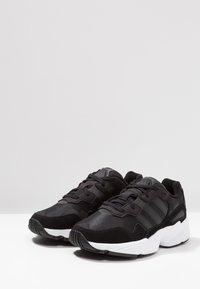adidas Originals - YUNG-96 - Matalavartiset tennarit - core black/crystal white - 2