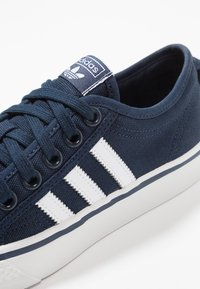 adidas Originals - NIZZA - Zapatillas - collegiate navy/footwear white/crystal white - 5