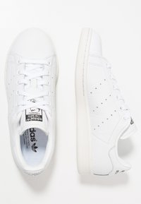 adidas Originals - STAN SMITH - Trainers - footwear white/crystal white/clear green - 1