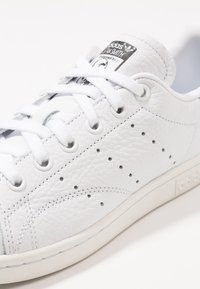 adidas Originals - STAN SMITH - Trainers - footwear white/crystal white/clear green - 5