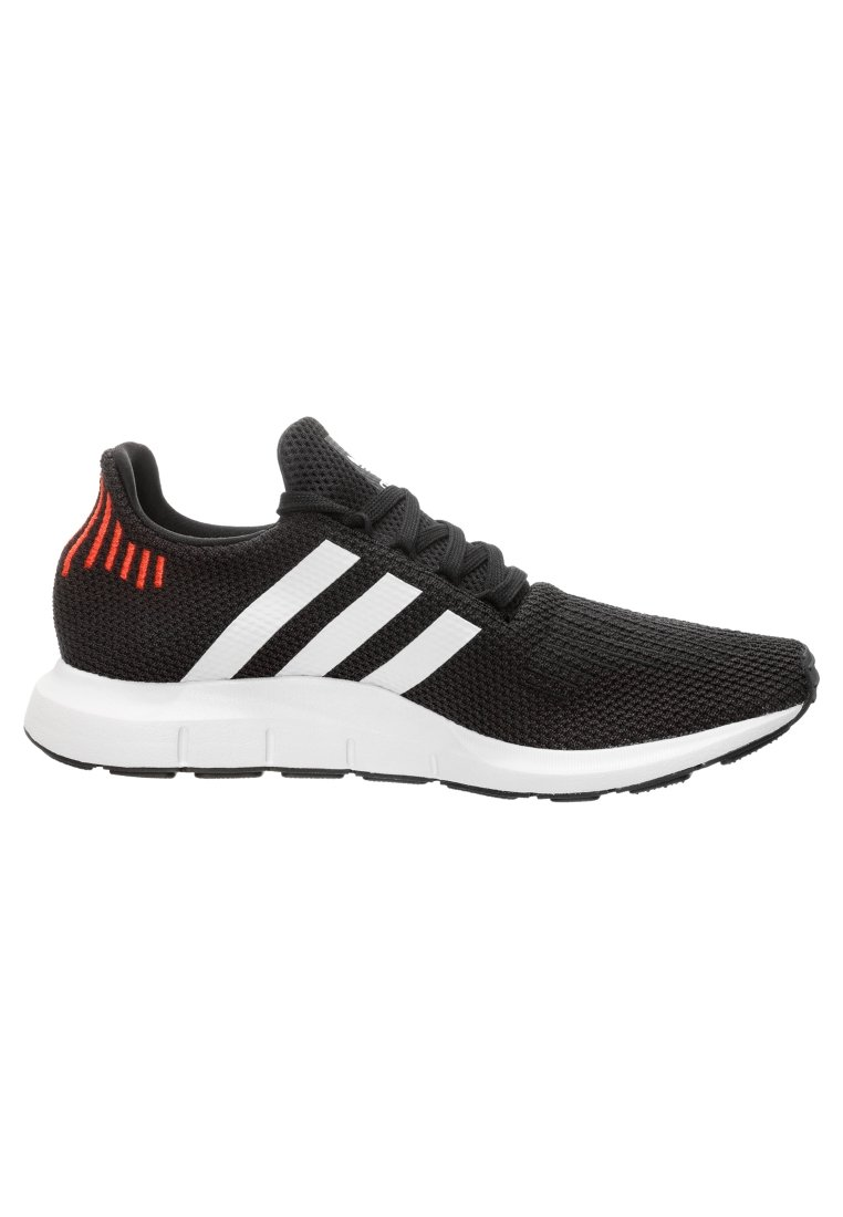 Basses Adidas Swift RunBaskets Black Originals RL5A4j
