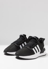 adidas Originals - U_PATH RUN - Matalavartiset tennarit - core black/ash grey - 2
