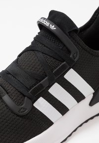 adidas Originals - U_PATH RUN - Matalavartiset tennarit - core black/ash grey - 5