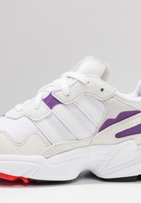 adidas Originals - YUNG-96 - Sneakers - footwear white/crystal white/active red - 8