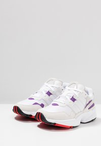 adidas Originals - YUNG-96 - Sneakers - footwear white/crystal white/active red - 3