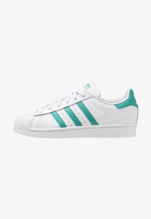 SUPERSTAR - Sneakers laag - footwear white/true green
