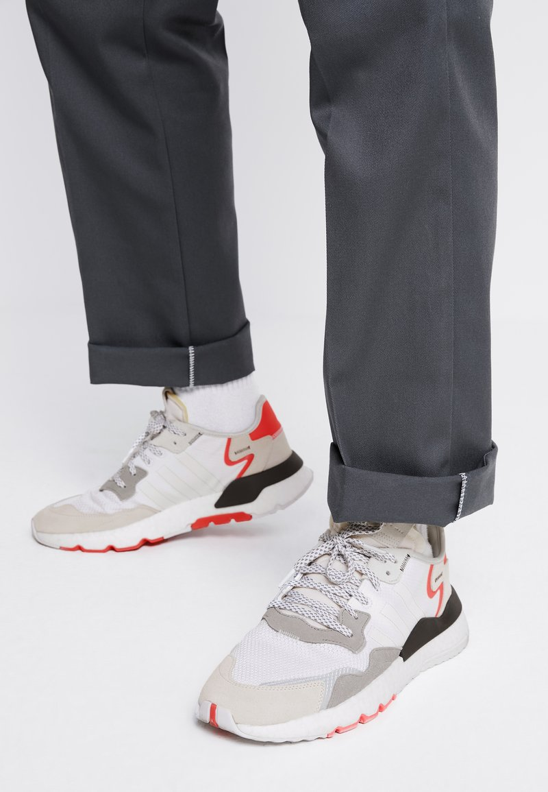 adidas Originals - NITE JOGGER BOOST RUNNING-STYLE SHOES - Baskets basses - footwear white/crystal white/shock red