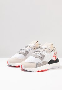 adidas Originals - NITE JOGGER BOOST RUNNING-STYLE SHOES - Baskets basses - footwear white/crystal white/shock red - 3