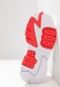 adidas Originals - NITE JOGGER BOOST RUNNING-STYLE SHOES - Baskets basses - footwear white/crystal white/shock red - 5