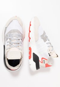 adidas Originals - NITE JOGGER BOOST RUNNING-STYLE SHOES - Baskets basses - footwear white/crystal white/shock red - 4